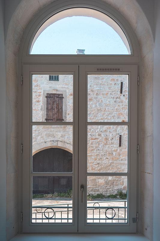 Menuiseries en bois exotique massif - BANCEL - Nîmes