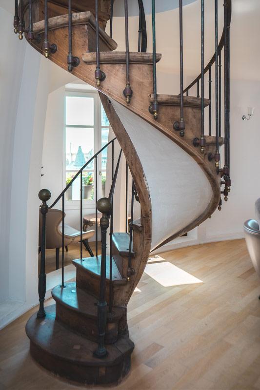 Escalier en colimaçon en bois - menuiserie BANCEL