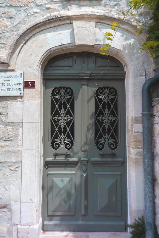 Porte d'entrée réédition restauration d'ancien - Uzès