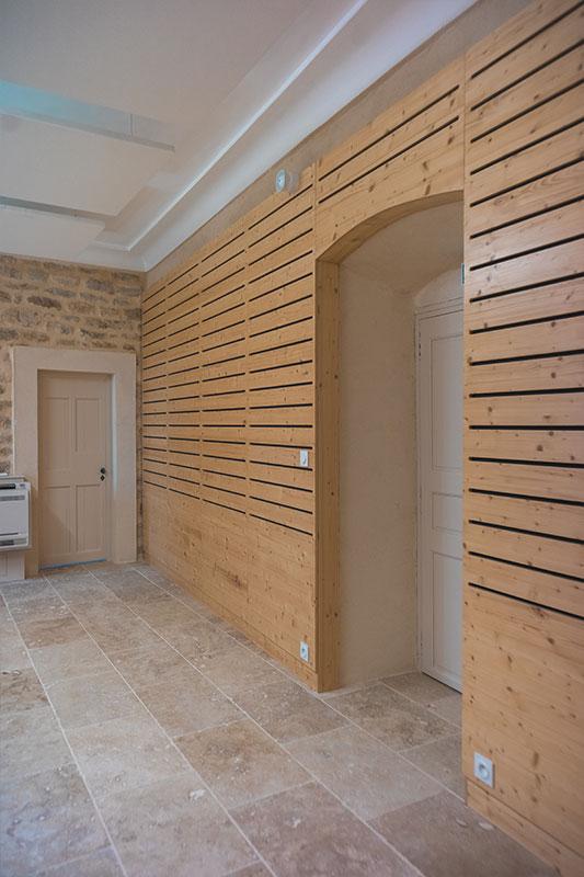 Porte intérieure en bois sur-mesure - Mairie de Brignon dans le Gard