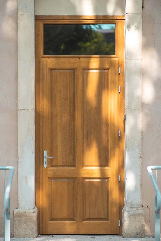 Porte d'entrée groupe scolaire - Menuiserie BANCEL